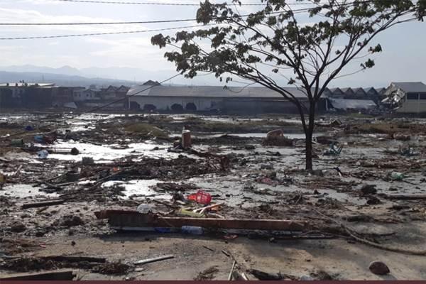 Suasana pemukiman yang rusak akibat gempa dan tsunami di Palu, Sulawesi Tengah , Sabtu (29/9).  - Antara