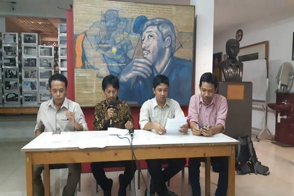 Koalisi Masyarakat Sipil untuk Reformasi Sektor Keamanan saat memberikan pandangan terkait pengangkatan Jenderal TNI Andika Perkasa menjadi Kepala Staf TNI Angkatan Darat di Jakarta, Jumat (23/11/2018). JIBI - BISNIS/ Jaffry Prabu Prakoso