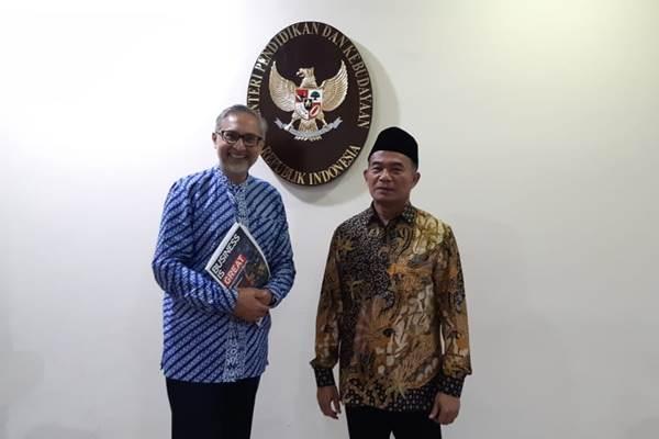 Dubes Inggris untuk Indonesia Moazzam Malik dan Mendikbud Muhadjir Effendy usai melakukan pertemuan di Kantor Kemendikbud Gedung A, Senayan, Jakarta Pusat, Jumat (23/11/2018). - Bisnis/Nur Faizah Al Bahriyatul Baqiroh