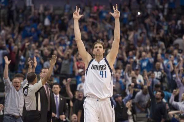 Pebasket legendaris Dallas Mavericks Dirk Nowitzki - Reuters