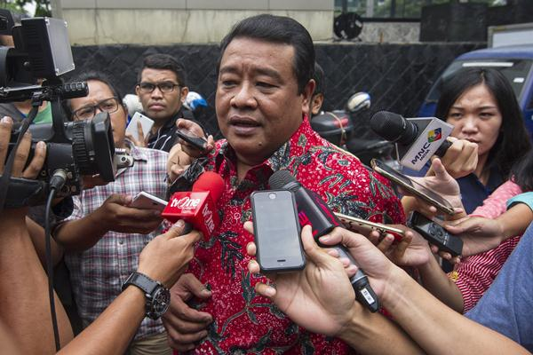 Anggota DPRD DKI Jakarta Bestari Barus menjawab pertanyaan wartawan usai menjalani pemeriksaan di Gedung KPK, Jakarta, Senin (16/5). - Antara/Sigid Kurniawan