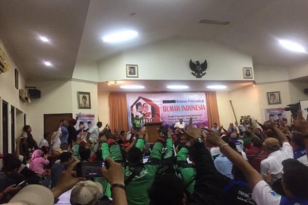 Pengemudi ojek daring dari Komite Aksi Nasional Transportasi Online (Kato) berkumpul di Gedung Djoeang 45, Jakarta mendeklarasikan diri mendukung Prabowo Subianto-Sandiaga Uno, Jumat (23/11). - Istimewa
