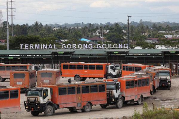 Aktivitas di sekitar lokasi penambangan PT Freeport Indonesia di Mimika, Papua. - Reuters/M. Yamin