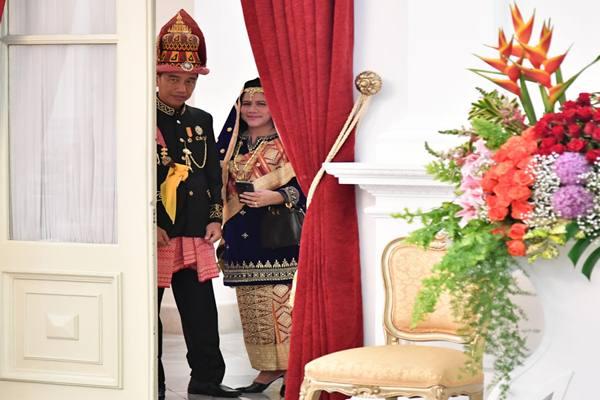 Presiden Joko Widodo berbusana Aceh dan Iriana Jokowi mengenakan busana Koto Gadang, Sumatra Barat saat upacara HUT Kemerdekaan ke-73 RI. - Istimewa
