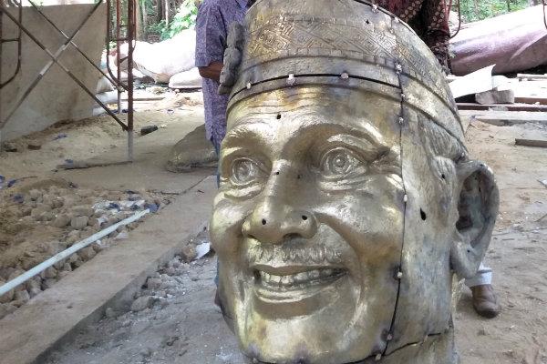 Patung kepala BJ Habibie yang tengah on progress oleh dua orang seniman Bantul, Sabtu (24/11/2018). - Harian Jogja/Ujang Hasanudin