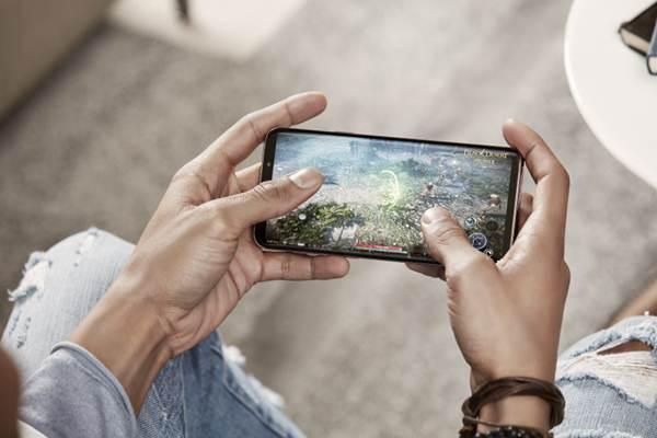 Ilustrasi pemain gim mobile - Samsung.com