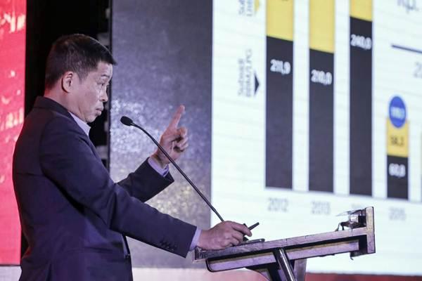 Menteri ESDM Ignasius Jonan memberikan paparan dalam acara Bisnis Indonesia Business Challenges 2019 di Jakarta, Senin (26/11/2018). - JIBI/Felix Jody Kinarwan