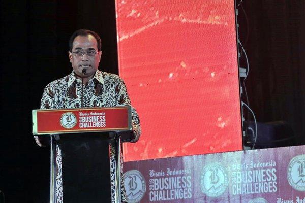 Menteri Perhubungan Budi Karya Sumadi saat menjadi pembicara dalam Bisnis Indonesia Business Challenges 2019 di Jakarta, Senin (26/11/2018). (Felix Jodi - Bisnis)