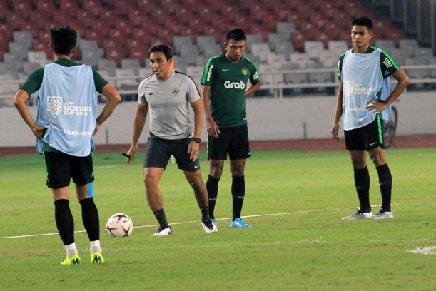 Pelatih Timnas Indonesia, Bima Sakti (tengah)PSSI