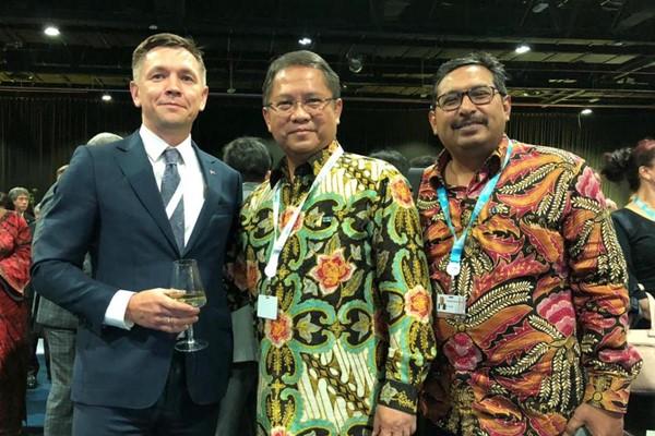 Menteri Kominfo Rudiantara (tengah) bersama Dirjen SDPPI Ismail (kanan), dan Menteri ICT Rusia dalam acara Rusian Evening Reception di Dubai, UEA, Kamis (31/10/2018) - Bisnis