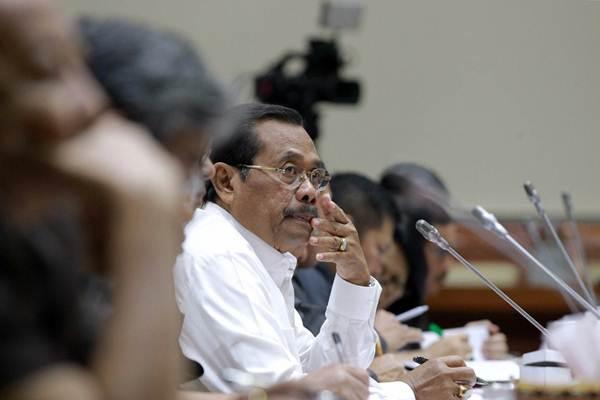 Jaksa Agung HM Prasetyo mendengarkan pertanyaan saat rapat kerja dengan Komisi III DPR di Kompleks Parlemen, Senayan, Jakarta, Senin (16/7/2018). - JIBI/Dwi Prasetya