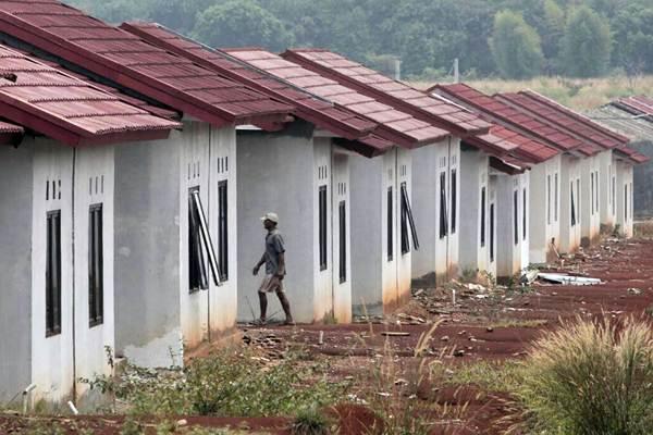 Pekerja beraktivitas di proyek perumahan bersubsidi. - JIBI/Nurul Hidayat