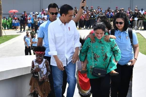 Presiden Joko Widodo, di sela-sela peresmian Monumen Kapsul Waktu, di Merauke, Papua, Jumat (16/11/2018). - Istimewa