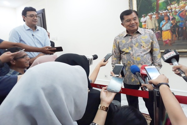 Wapres Jusuf Kalla saat memberikan keterangan kepada wartawan. - Bisnis/Lingga S. Wiangga