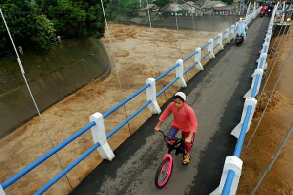 Suasana di Bendung Katulampa di Kota Bogor, Jawa Barat, Senin (5/2/2018). - JIBI/Nurul Hidayat