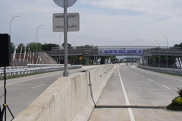 Ruas tol SragenNgawi sepanjang 51 kilometer yang menjadi bagian dari ruas tol Solo--Ngawi resmi dioperasikan pada Rabu, 28 November 2018 dan pengguna jalan akan dikenakan tarif mulai 6 Desember 2018. - Irene Agustine
