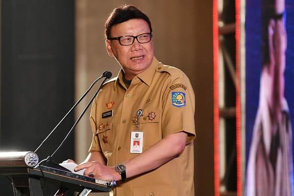 Mendagri Tjahjo Kumolo saat memberikan pengarahan pada Forum Komunikasi dan Konsultasi Nasional antara Pemerintah dan Ormas di Jakarta, Selasa (6/11/2018). - ANTARA/Sigid Kurniawan