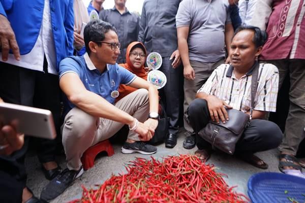 Cawapres Sandiaga Uno saat menyerap aspirasi di Pasar Baru Panam, Riau, Senin (12/11). - Dok. Tim Pemberitaan Prabowo/Sandi