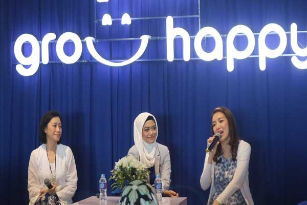 Dua pembicara dihadirkan di kegiatan Nestle LACTOGROW Grow To Happy Parenting Workshop di Banjarmasin - Arief Rahman