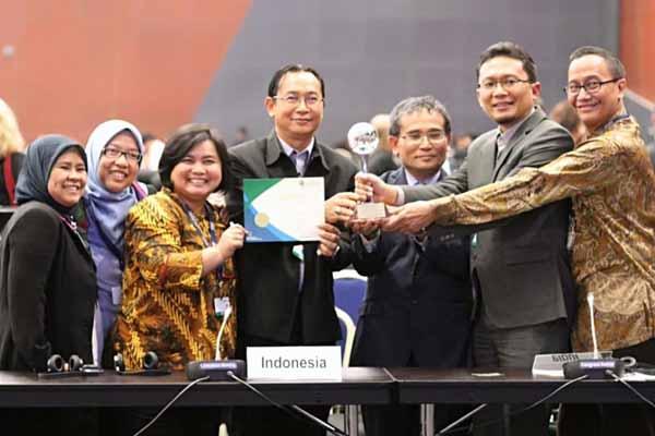 Indonesia dianugerahi The Gold Award untuk penilaian Clearing House Mechanism (CHM) Award dalam kategori New National Clearing House Mechanism di sela-sela sidang COP 14 CBD pada CHM Award Ceremony, Minggu (25/11/2018) pukul 17.55 waktu setempat. - Istimewa