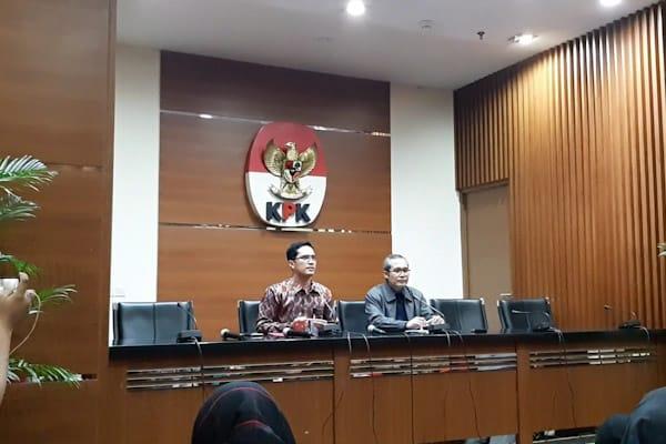 Juru Bicara KPK Febri Diansyah (Kiri) dan Wakil Pimpinan KPK Alexander Marwata (Kanan) saat Konferensi Pers di KPK, Rabu (28/11/2018)/ - Bisnis.com // Rahmad Fauzan