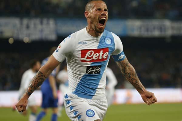 Pemain Napoli Marek Hamsik. - Reuters/Ciro de Luca