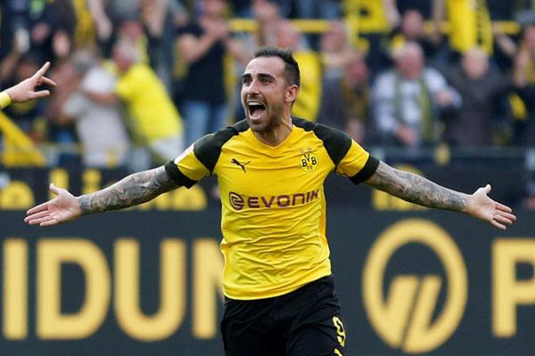 Ujung tombak Borussia Dortmund Paco Alcacer - Reuters/Leon Kuegeler