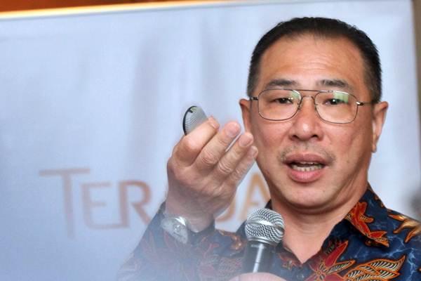 Presiden Direktur Teradata Indonesia Erwin Sukiato menjawab pertanyaan wartawan saat konferensi pers, di Jakarta, Rabu (7/2). - JIBI/Endang Muchtar