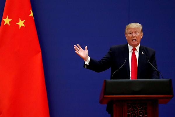 Presiden AS Donald Trump berpidato saat bertemu Presiden China Xi Jinping di China pada November 2017 - Reuters