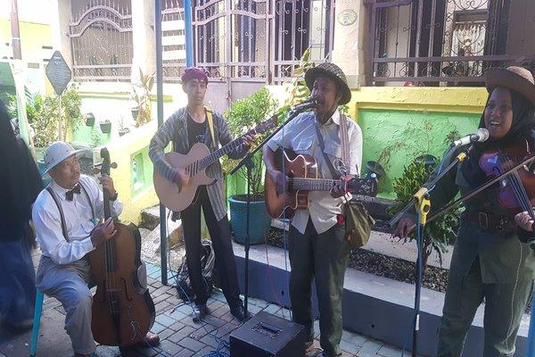 Pentas musik Keroncong seperti pada Syukuran Bersih Indonesia di Malang, Kamis (29/11/2018) menjadi salah atraksi yang ditawarkan Kampung Heritage Kajoetangan.  - Bisnis/Choirul Anam