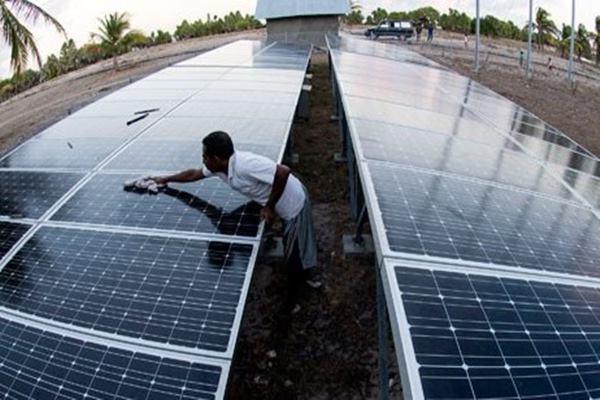 Pembangkit listrik tenaga surya (PLTS). - Antara