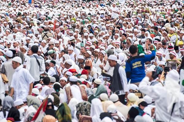 Ilustrasi: Ribuan umat Islam melakukan zikir dan doa bersama saat Aksi Bela Islam III di kawasan silang Monas, Jakarta, Jumat (2/12/2016). - Antara/M Agung Rajasa