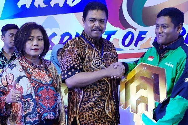 Direktur Konsumer BTN, Budi Satria (tengah) saat menggelar akad penyaluran kredit pemilikan rumah (KPR) secara serempak di seluruh Indonesia yang mencapai19.760 debitur debitur di Semarang, Jumat (30/11 - 2018).