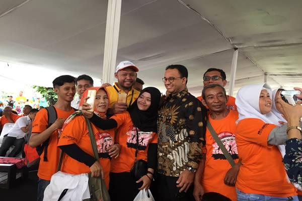 Gubernur DKI Jakarta Anies Baswedan (berbatik). - Bisnis.com/Wisnu Wage