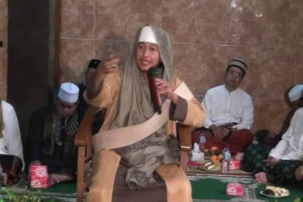 Habib Bahar bin Ali bin Smith - YouTube