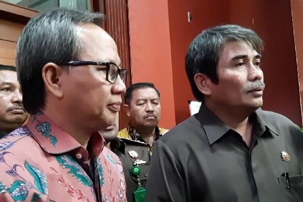 Ahmad Hafiz, Deputy Direktur BPJS Ketenagakerjaan DKI Jakarta kiri dan Pathor Rohman Wakajati DKI Jakarta kanan mengundang perusahaan penunggak iuran BPJS untuk melakukan pembinaan, Rabu (5/12 - 2018)