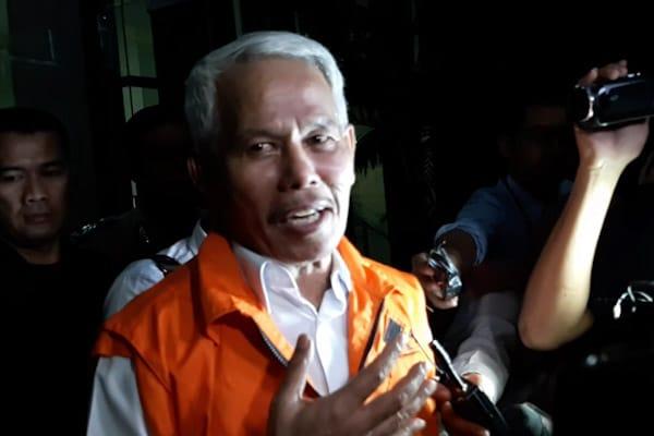 Hobby Siregar, Tersangka Kasus Proyek Jalan Kabupaten Bengkalis Usai Diperiksa KPK, Rabu (5/12/2018)/ - Bisnis.com // Rahmad Fauzan