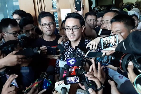 Zumi Zola Zulkifli Usai Menjalani Sidang Putusan di Pengadilan Negeri Jakarta Pusat, Kamis (6/12/2018)/ - Bisnis.com // Rahmad Fauzan
