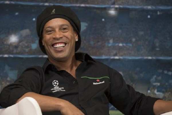 Ronaldinho  - Istimewa