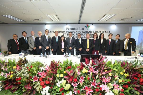 Jajaran direksi dan komisaris PT Bank Permata Tbk. seusai menyelenggarakan Rapat Umum Pemegang Saham Luar Biasa di Jakarta, Selasa (25/9/2018). RUPSLB hari ini memiliki agenda tunggal yakni pergantian jajaran direksi. (Bisnis - Istimewa)