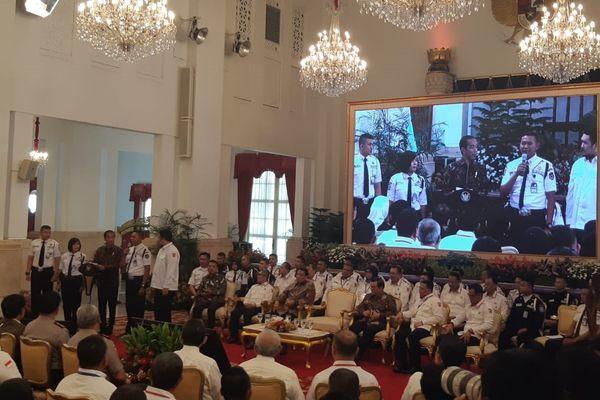 Presiden Joko Widodo bertemu dengan ratusan satpam dalam peresmian Konferensi Industri Jasa Pengamanan Nasional Tahun 2018 di Istana Negara, Jakarta, Rabu (12/12/2018). - Bisnis/Yodie Hardiyan