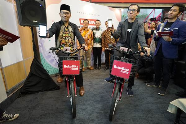 Presiden Bukalapak Fajrin Rasyid bersama Gubernur Jawa Barat Ridwan Kamil - Bisnis/Nicholas Nuriman Jayabuana