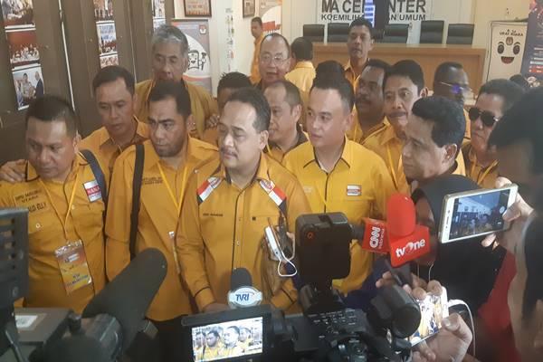 Ketua DPP Hanura Bidang Organisasi Benny Rhamdani (tengah). JIBI/BISNIS - Jaffry Prabu Prakoso