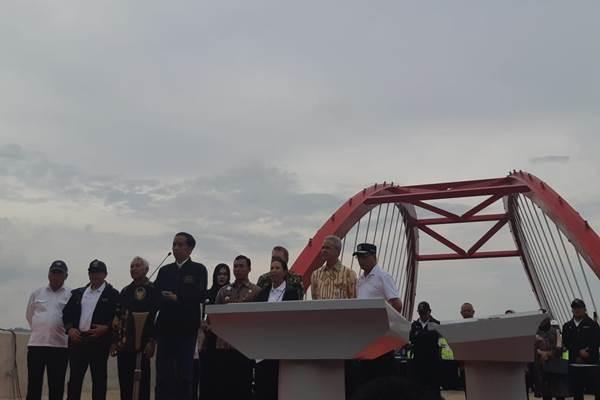 Presiden Jokowi saat meresmikan tiga jalan tol di Jawa Tengah - Bisnis/Yodie Hardiyan