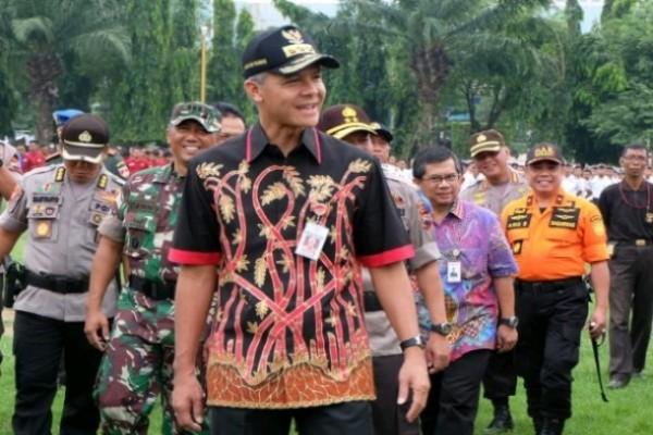 Gubernur Jateng Ganjar Pranowo usai melaksanakan gelar pasukan operasi lilin candi di Semarang - Alif Rizqi