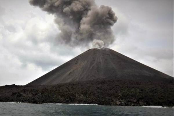 Ilustrasi: Gunung Anak Krakatau