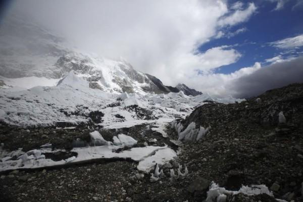 Base camp Everest terlihat sekitar 5.300 meter di atas permukaan laut di Kabupaten Solukhumbu 6 Mei 2014. REUTERS  -  Navesh Chitrakar
