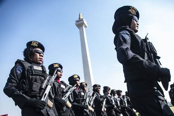 Sejumlah Polisi Wanita (Polwan) bersiap mengikuti upacara peringatan HUT Ke-70 Polwan di Monas, Jakarta, Senin (3/9/2018). - ANTARA/Aprillio Akbar
