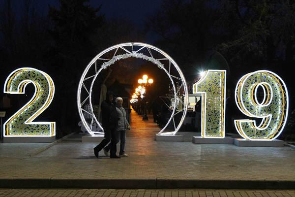 Ilustrasi Tahun Baru 2019. - REUTERS/Pavel Rebrov