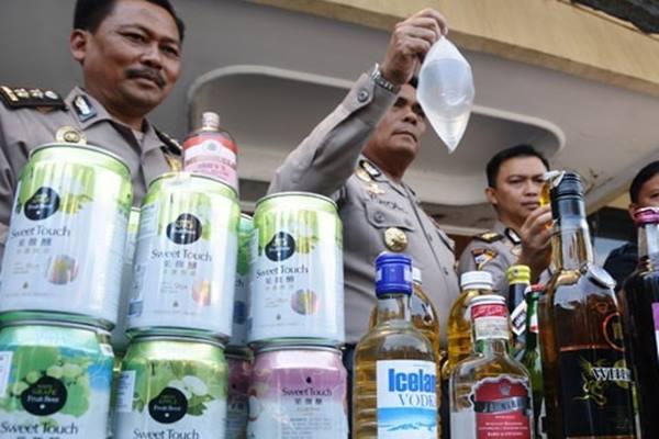 Ilustrasi: Minuman keras oplosan disita kepolisian. - Antara